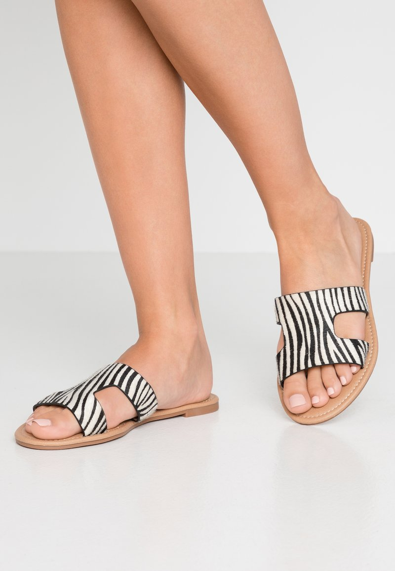 Rubi Shoes by Cotton On - EVERYDAY CYPRESS SLIDE - Mules - black