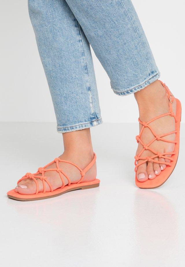 LADYLIKE STRAPPY  - Sandaalit nilkkaremmillä - neon coral