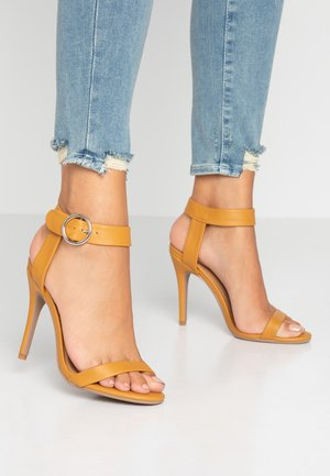 SKYLAR STILLETTO - Sandaler med høye hæler - mustard