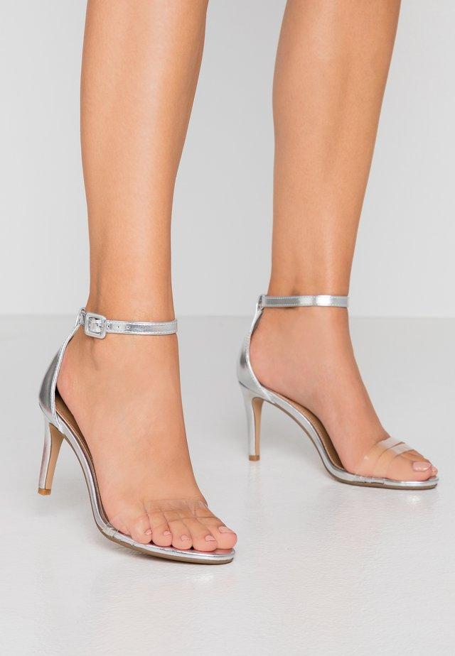 SHARI DOUBLE STRAP STILLETO - Sandales à talons hauts - silver/clear