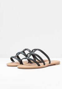 Rubi Shoes by Cotton On - EVERYDAY CAGED SLIDE - Matalakantaiset pistokkaat - black - 4