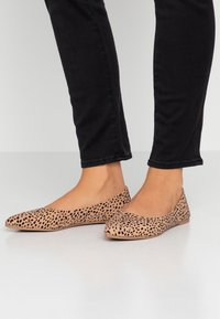 Rubi Shoes by Cotton On - PRIMO POINT - Baleriny - brown - 0