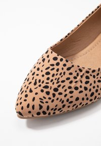 Rubi Shoes by Cotton On - PRIMO POINT - Baleriny - brown - 2