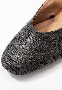 Rubi Shoes by Cotton On - OLIVIA SQUARE TOE SLINGBACK - Baleríny s otevřenou patou - black/tan - 2