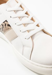 Rubi Shoes by Cotton On - LIANA RISE  - Sneakersy niskie - white/multicolor - 2