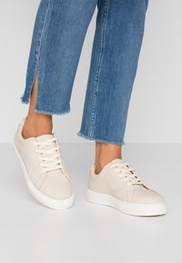 Rubi Shoes by Cotton On - LIANA RISE  - Baskets basses - stone - 0