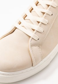 Rubi Shoes by Cotton On - LIANA RISE  - Baskets basses - stone - 6