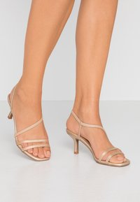 Rubi Shoes by Cotton On - LARA STRAPPY STILETTO - Riemensandalette - gold - 0