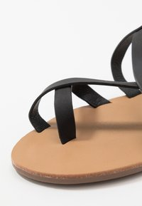 Rubi Shoes by Cotton On - TYRA MULTI STRAP  - Zehentrenner - black - 2