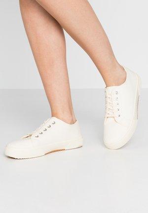 LISA LACE UP - Sneakers laag - ecru