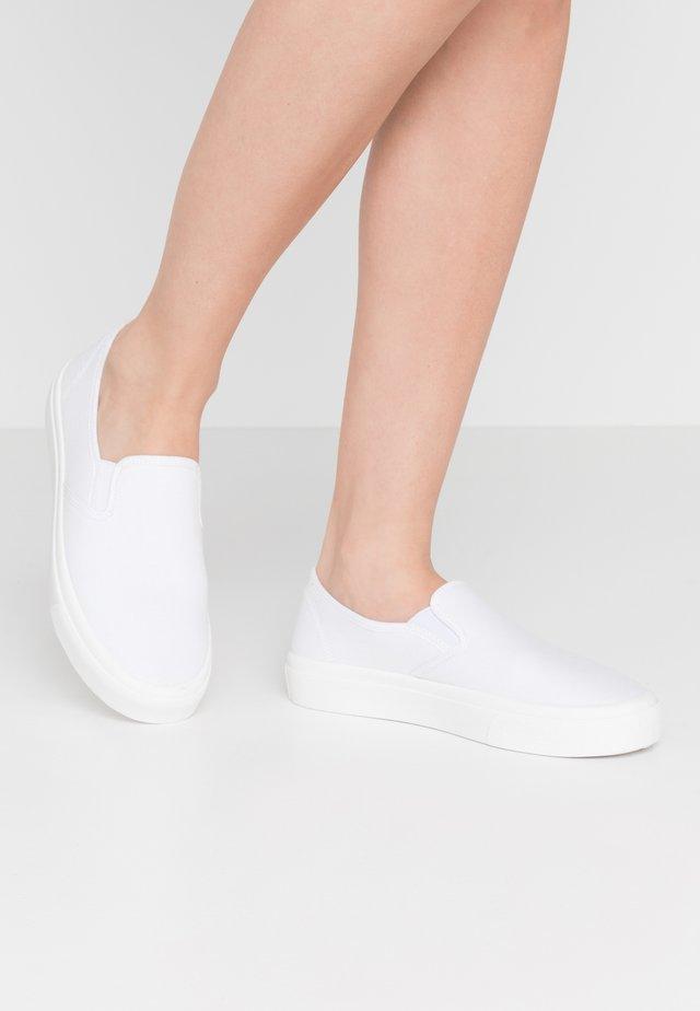 HARPER  - Nazouvací boty - white
