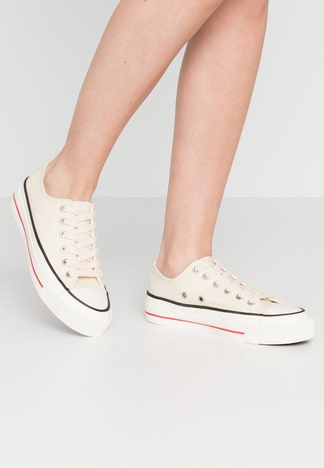 BILLIE RETRO RISE - Sneakersy niskie - ecru