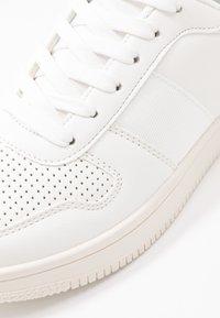 Rubi Shoes by Cotton On - ALBA RETRO RISE - Sneakers - white - 2