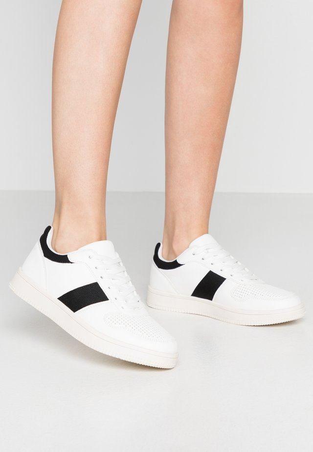 ALBA RETRO RISE - Sneakers - white/black