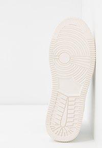 Rubi Shoes by Cotton On - ALBA RETRO RISE - Sneakersy niskie - white/black - 6