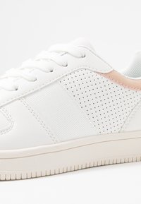 Rubi Shoes by Cotton On - ALBA RETRO RISE - Sneakers - white/canyon rose - 2