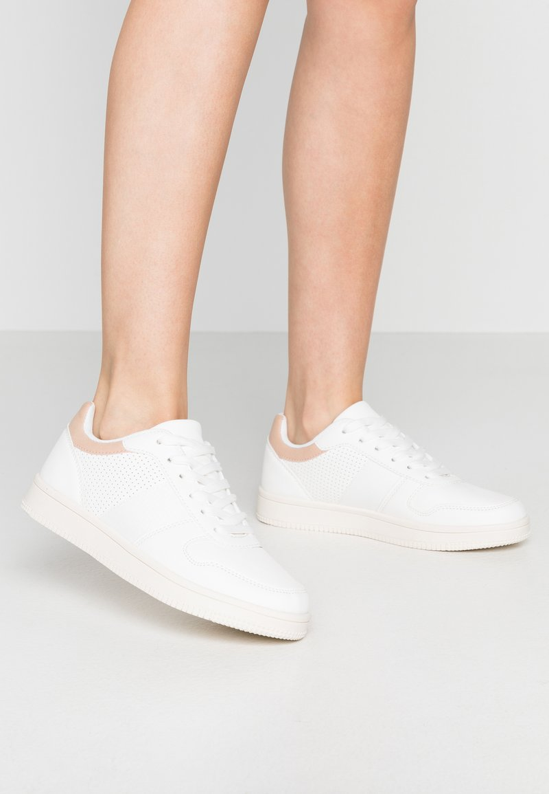 Rubi Shoes by Cotton On - ALBA RETRO RISE - Sneakers - white/canyon rose