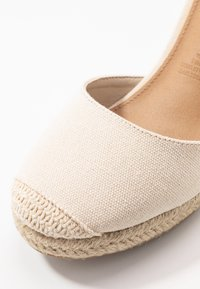 Rubi Shoes by Cotton On - FLORENCE CLOSED TOE  - Szpilki - stone - 2