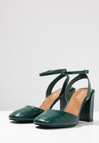 Rubi Shoes by Cotton On - BRIANNA SQUARE TOE - Decolleté - green - 4