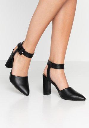 BAKER BUCKLE - Zapatos altos - black