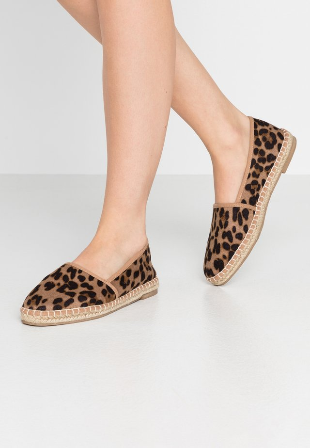 YVONNE - Espadrilles - brown
