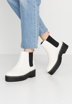 FRANKIE GUSSET FLATFORM - Kotníkové boty na platformě - white