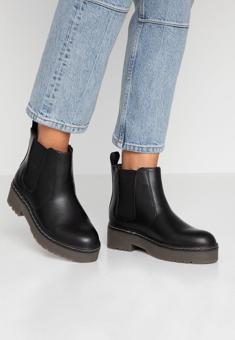 Rubi Shoes by Cotton On - FRANKIE GUSSET FLATFORM - Plateaustøvletter - black