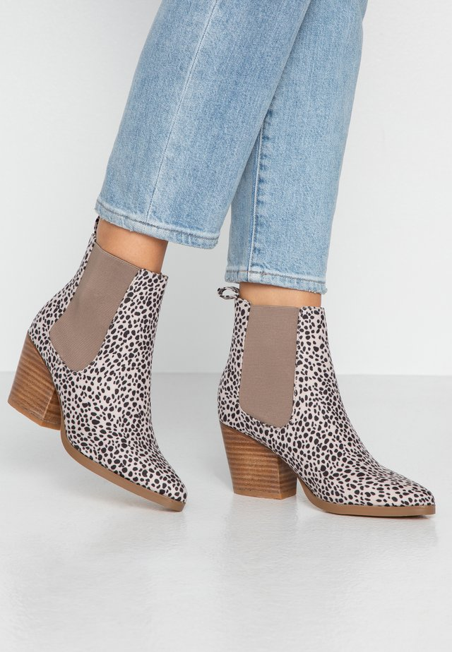 SOPHIA GUSSET BOOT - Ankle boot - tan