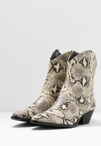 Rubi Shoes by Cotton On - LARISSA WESTERN BOOT - Santiags - natural - 4