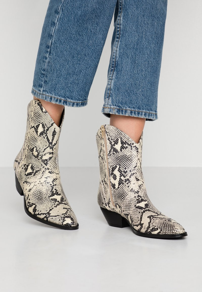 Rubi Shoes by Cotton On - LARISSA WESTERN BOOT - Santiags - natural