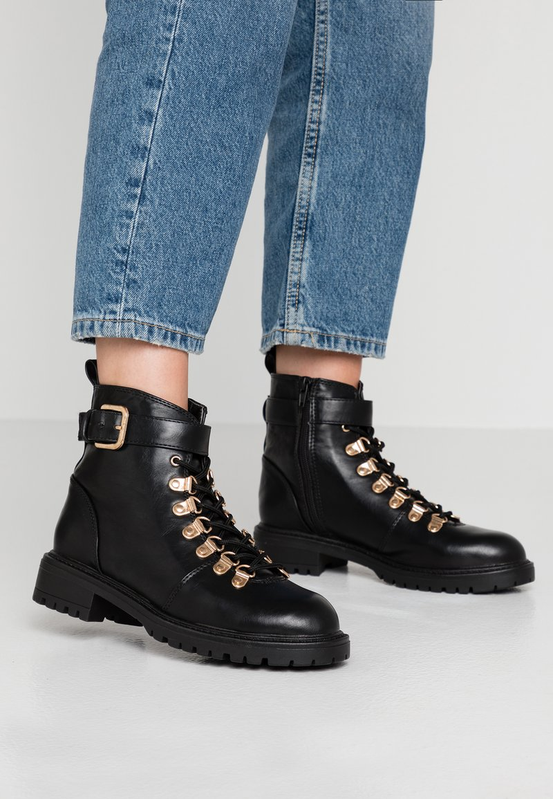 Rubi Shoes by Cotton On - HARIETTE LACE UP BOOT - Lace-up ankle boots - black/gold
