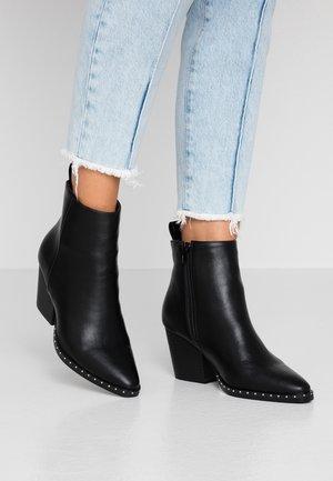 SPENCER STUDDED RAND BOOT - Kotníkové boty - black