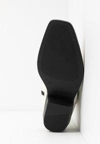Rubi Shoes by Cotton On - TESSA SQUARE TO WESTERN BOOT - Kovbojské/motorkářské boty - offwhite - 6