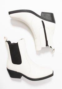 Rubi Shoes by Cotton On - TESSA SQUARE TO WESTERN BOOT - Kovbojské/motorkářské boty - offwhite - 3