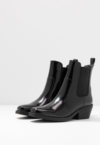 Rubi Shoes by Cotton On - TESSA SQUARE TO WESTERN BOOT - Cowboy/biker ankle boot - black - 4