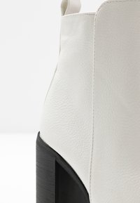 Rubi Shoes by Cotton On - RINNA  - Ankelboots med høye hæler - white - 2
