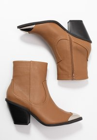 Rubi Shoes by Cotton On - CLARENCE - Santiags - tan smooth - 3