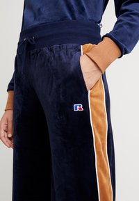 Russell Athletic Eagle R - PANT - Pantaloni sportivi - navy/amberlight - 4
