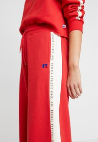 Russell Athletic Eagle R - MICHELLE CULOTTES - Tracksuit bottoms - red - 4