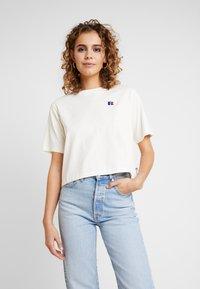 Russell Athletic Eagle R - OLIVIA CROP LOGO - T-shirt med print - soya - 0
