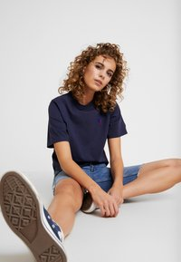 Russell Athletic Eagle R - OLIVIA CROP LOGO - T-shirt z nadrukiem - navy - 1