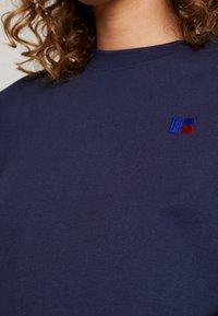 Russell Athletic Eagle R - OLIVIA CROP LOGO - T-shirt z nadrukiem - navy - 5