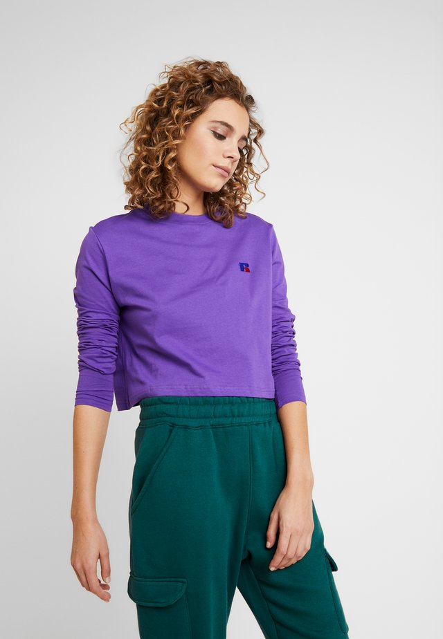 SCARLETT CROP LOGO - Topper langermet - royal purple