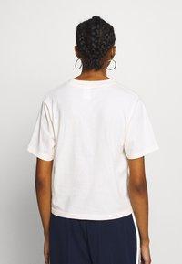 Russell Athletic Eagle R - VIRGINIA - T-shirt med print - soya - 2