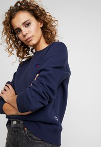 Russell Athletic Eagle R - CREW NECK - Bluza - navy - 4