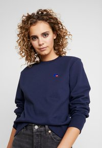 Russell Athletic Eagle R - CREW NECK - Bluza - navy - 3