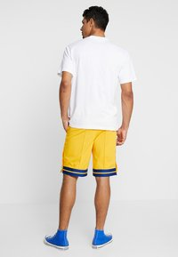 Russell Athletic Eagle R - SALOME POP AWAY STRIPED - Shorts - yellow - 2