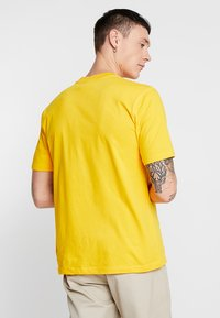 Russell Athletic Eagle R - BASELINERS TEE  - T-Shirt basic - yellow - 2