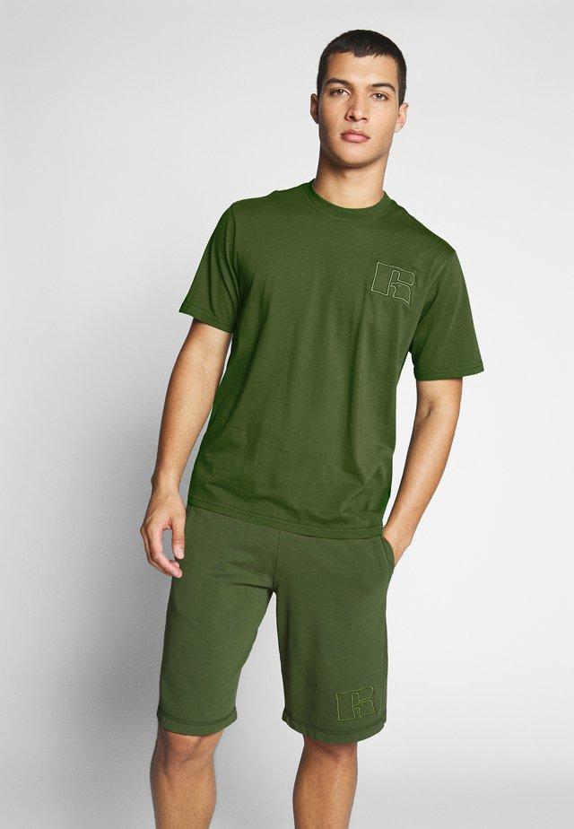 ALESSANDRO - T-shirt z nadrukiem - cypress