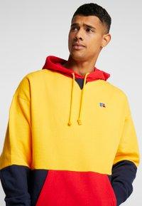 Russell Athletic Eagle R - MILLER - Bluza z kapturem - yellow - 5